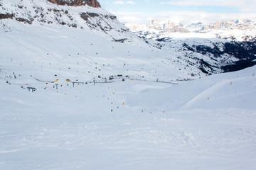 Снежные горы в горнолыжном регионе Валь-ди-Фаса, Италия.