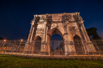Fototapete - Rome, Italy: Arch of Constantine in the sunset