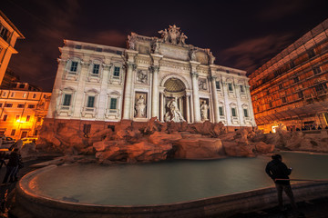 Fototapete - Rome, Italy: The Trevi Fountain at night