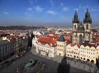 Прага. Вид с ратуши на Староместкую площадь и  Тынский храм.