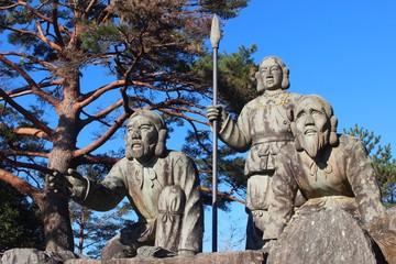 国見ヶ丘 三神の像