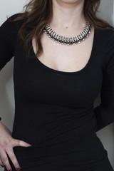 donna con collana