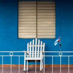 Rocking-chair et drapeau cubain