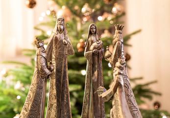 Die heiligen 3 Könige bringen dem Jesuskind Geschenke