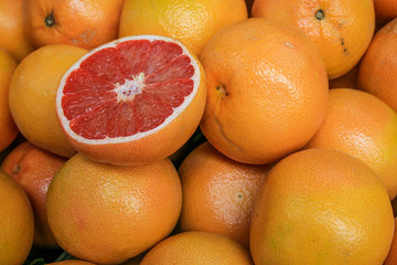A pile of red grapefruit