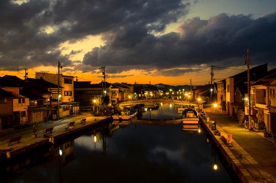 富山・新湊内川の夜