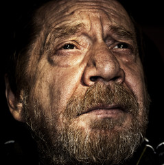 Uomo anziano, soliyudine