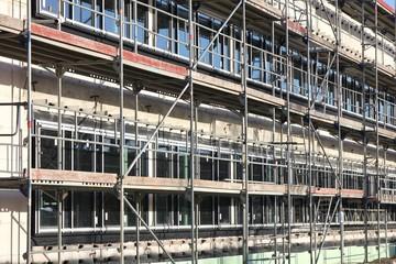 Baugerüst am Neubau eines Bürogebäudes