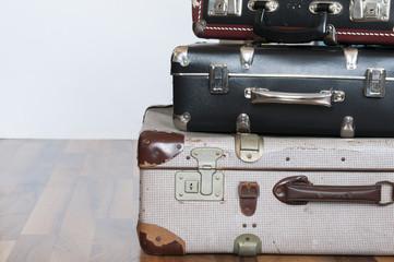Ein Stapel alter Koffer