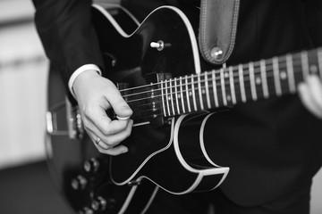 Man plays guitar jazz