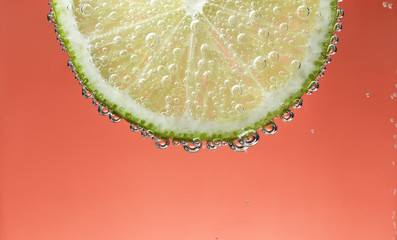 the slice of lime in bubbles