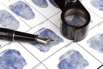 Fingerabdruck-Karte mit Füllfederhalter