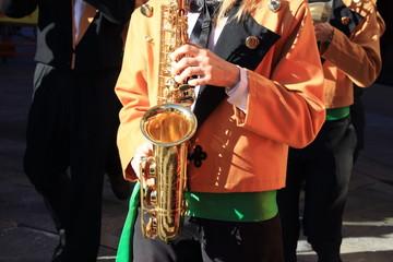 musicista con strumento musicale a fiato