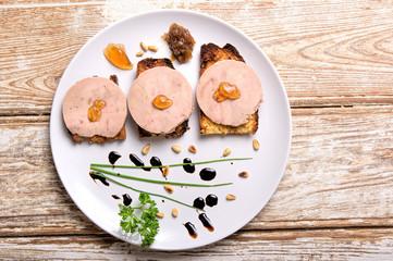Photos illustrations et vid os de foie gras - Decoration assiette de foie gras photo ...