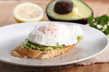 poached eggs with avocado salad