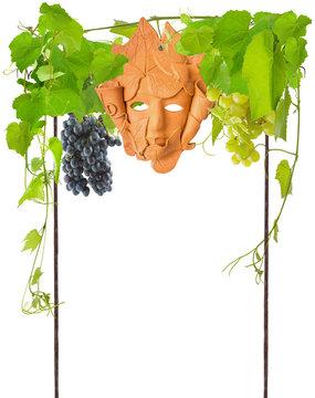 treille métallique avec vigne, raisins et masque de Bacchus