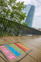 Farbtupfer vor der Europäischen Zentralbank