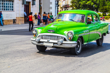 Foto op Plexiglas Cubaanse oldtimers American retro and vintage cars in Cuba.