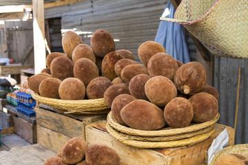 In de dag Baobab Malagasy baobab fruit in a food market
