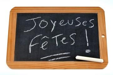 Joyeuses fêtes écrit sur une ardoise