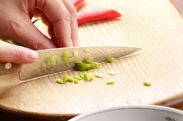 Cutting scallions