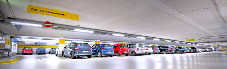 Tiefgarage, besetzte Parkplätze