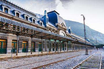 Photo sur Toile Gares Old train station