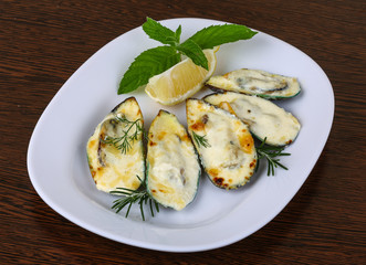 Mussels backed in cream sauce