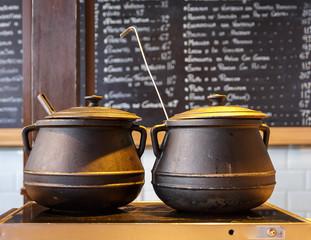 .cast iron pot