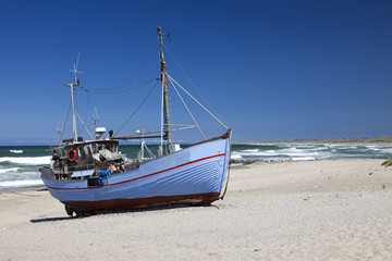 Fischkutter am Strand von Nørre Vorupør,  Nordsee, Thy, Nordjütland, Jütland, Dänemark, Europa