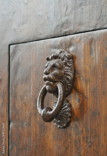 Batacchio porta antica immagini e fotografie royalty - Batacchio porta ...