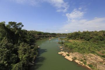 ラオスのヒンフープ橋から見た旧橋