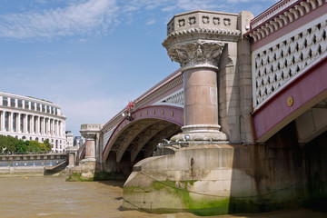Fototapete - London, Blackfriars Bridge, Unilever House
