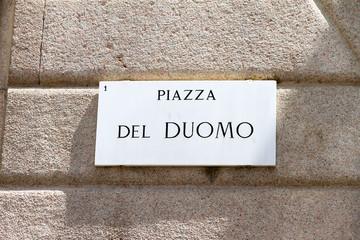 Poster de jardin Nature Street sign Piazza Del duomo in Italy