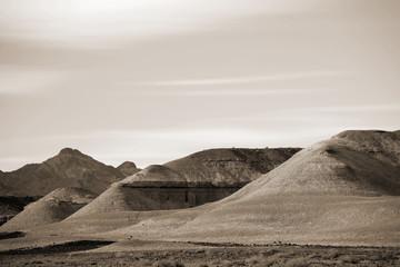 Felsformationen in der Mojave / Sandförmige helle und runde Felsformationen in der Mojave Wüste zwischen Baker und Shoshone.