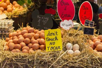 Puesto de huevos en el mercado