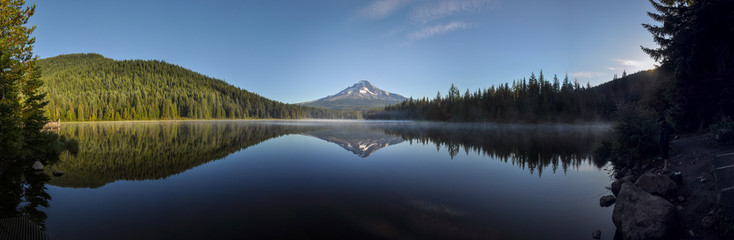 Fototapete - Trillium Lake early morning with Mount Hood, Oregon, USA
