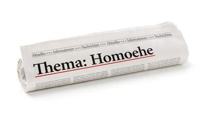Zeitungsrolle mit der Überschrift Homoehe