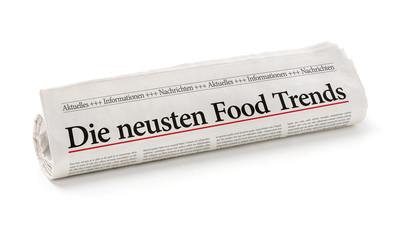 Zeitungsrolle mit der Überschrift Die neusten Food Trends