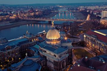 Dresden Zitronenpresse am Abend von Oben