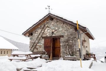 Case di montagna innevate idee di design nella vostra casa for Piccole case di montagna