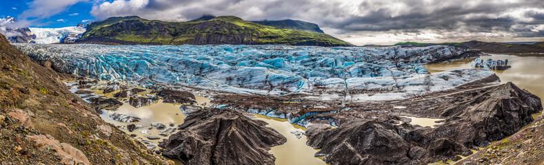 Photo sur Plexiglas Glaciers Panorama of huge Vatnajokull glacier and mountains in Iceland