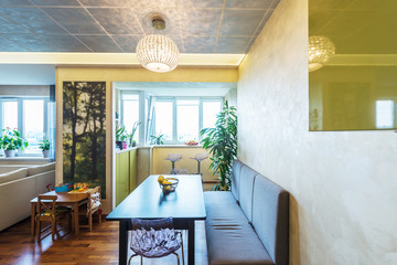 A big Modern living room