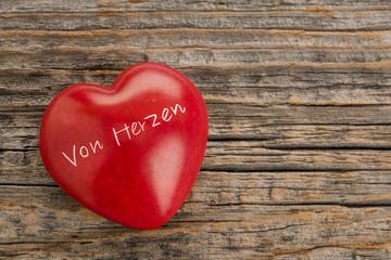 Von Herzen – rotes Herz mit Gravur