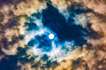 雲に隠れてるお日様