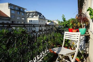 Urlaub auf dem Balkon in der Stadt
