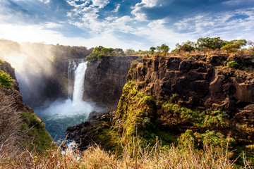 Foto auf AluDibond Wasserfalle The Victoria falls with dramatic sky