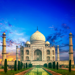 Fototapete - Taj Mahal Indian palace in India. Tourist attraction and landmark
