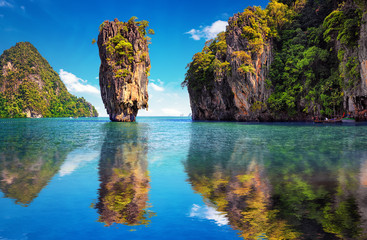 Foto auf Acrylglas Tropical strand Beautiful nature of Thailand. James Bond island reflects in water near Phuket