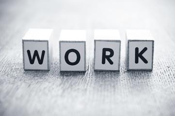 concept mot formé avec des lettres en bois - Work